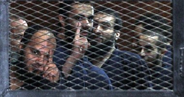 متهم بـ خلية الظواهرى  الإرهابية يعلن مبايعته  أبو بكر البغدادى  بالمحكمة