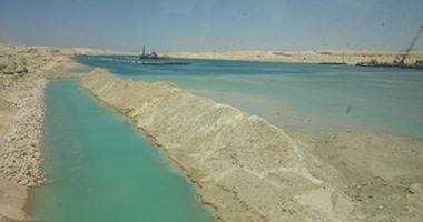 رفع 225 مليون متر مكعب  رمال مشبعة بالمياه  من قناة السويس الجديدة