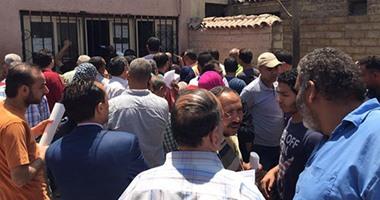 وقفة احتجاجية أمام نادى بتروسبورت احتجاجاً على قطع المياه بالتجمع الخامس