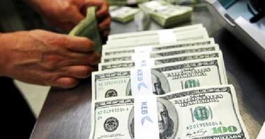 الدولار يتراجع 25 قرشاً بالبنك المركزى فى 20 يوم..ويسجل 16.24 جنيه للشراء