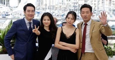 """بالصور.. ثقة بين نجوم الفيلم الكورى """"The Handmaiden"""" بجلسة تصوير فى """"كان"""""""
