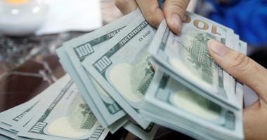 الدولار ينخفض أمام الجنيه المصرى اليوم الاثنين ويسجل 15.58جنيه