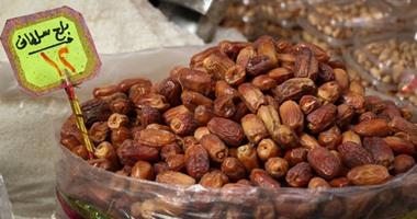 البلح  يهزم ياميش رمضان بالقاضية بسبب جنون الأسعار