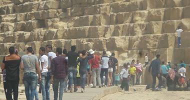 فى الفترة الصباحية..4 آلاف مصرى وأجنبى يحتفلون بأول أيام العيد بالأهرامات