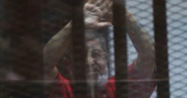 """بعد تأييد سجنه 20 عاما.. البدلة الحمراء تلازم مرسى حتى الفصل فى """"إعدامه"""""""
