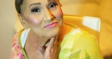 الجمال يمد لسابع جد.. خبيرة ماكياج تجمل جدتها الثمانينية والنتيجة مذهلة
