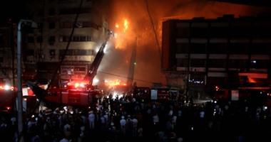 بالفديو والصور..تصاعد الأدخنة وألسنة اللهب من  حريق العتبة .. وكردون أمنى لتسهيل  الإطفاء
