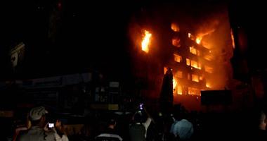 بالصور..امتداد حريق فندق الرويعى بالعتبة إلى 4 عقارات مجاورة