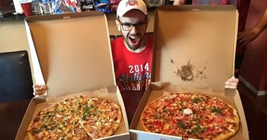"""صورة محمد سلطان وجبات """"البيتزا"""""""