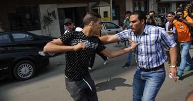 بالفيديو والصور.. حالات إغماء ومشادات عقب قبول طعن النيابة على براءة مبارك
