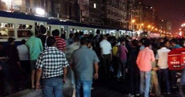 """تداول صور لتجمهر المواطنين بمحطة ترام """"الأزرايطة"""" بسبب دهسه مواطنا"""
