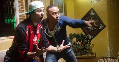 """بالفيديو.. محمود عبد المغنى ومحمد أنور يغنيان للأهلى """"التالتة شمال"""" فى """"أزمة نسب"""""""