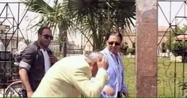 صحافة المواطن..بالصور..إصابة محافظ قنا بجرح رأسى خلال جولته مع وزير الصحة