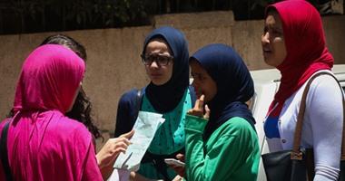 خروج قيادات التعليم المتهمين بتسريب امتحانات الثانوية من قسم السيدة زينب