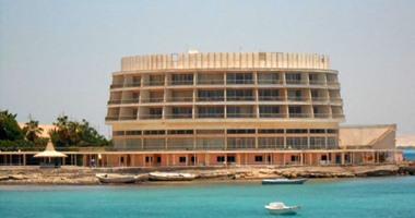 """بالصور.. حكاية أول فندق على ساحل البحر الأحمر.. من قِبلة للرؤساء والملوك إلى مأوى للكلاب الضالة وبقايا مراكب الصيد.. """"شيراتون الغردقة"""" بنى عام 1963 وبيع لشركة استثمارات سعودية فى 1990 بـ15 مليون دولار"""