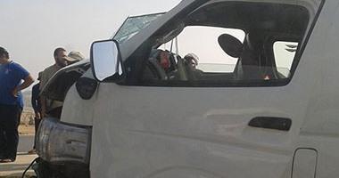 مصرع شخص وإصابة 17 فى انقلاب ميكروباص على طريق القاهرة - الفيوم