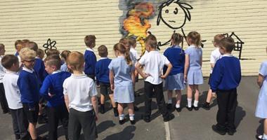 بالصور.. بانكسى يهدى رسمة لمدرسة ابتدائية فى بريطانيا
