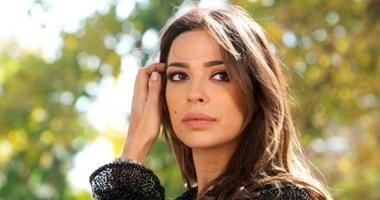 نادين نجيم تصلى لوطنها لبنان.. وشقيقتها ريما: أعادوا الكرَّة فى ذكرى هيروشيما