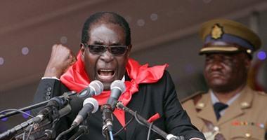 بعد هتافه سهواً بإسقاط حزبه.. رئيس زيمبابوى يلقى خطاباً مكرراً بالخطأ