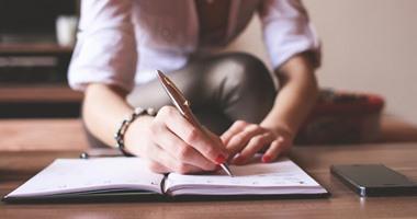 ورقة بيضاء يديك ماذا ستكتب