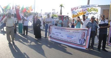 بالصور.. محافظ مطروح يقود مسيرة حاشدة احتفالا بقرب افتتاح قناة السويس الجديدة  اليوم السابع