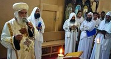 الأقباط يحتفلون بعشية عيد الرسل..والكهنة يطيبون رفاتهم بالكنيسة البطرسية