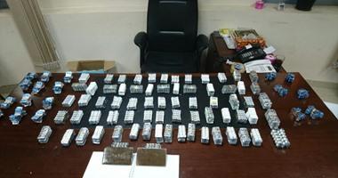 ضبط مدرس يتاجر فى المخدرات وبحوزته 855 قرصا مخدرا و388 ألف جنيه حصيلة البيع