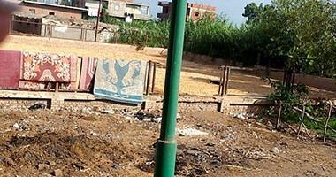 """صحافة المواطن.. قارىء يرسل صورا لملعب كرة يتحول لـ""""خرابة"""" بقرية فى المحلة"""