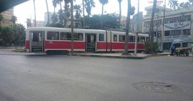 خروج عربة ترام بالاسكندرية عن القضبان.. وتعطل حركة المرور