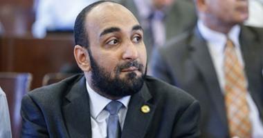 """عضو بـ""""صحة البرلمان"""" يطالب بتعديل شامل لقانون مزاولة مهنة الصيدلة"""