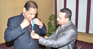 منظمة الشعوب والبرلمانات العربية تكرم محافظ الغربية