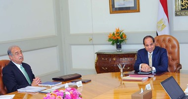 بالصور..السيسى يجتمع برئيس الوزراء ووزير المالية بحضور نائبى عمرو الجارحى