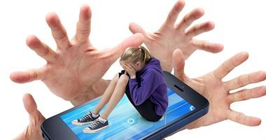 انتبهوا.. الهواتف الذكية أحدث وسيلة للتحرش بالأطفال فى صمت