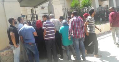 قارئ يشكو زحام المواطنين أمام شبابيك صرف العلاج بمستشفى كفر الدوار