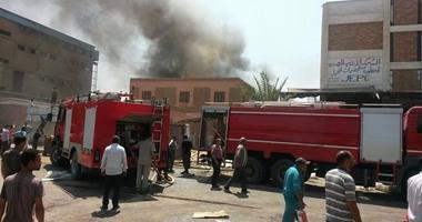 """حريق هائل بشركة """"السويس للزيوت"""".. والدفع بـ10 سيارات إطفاء لإخماده"""
