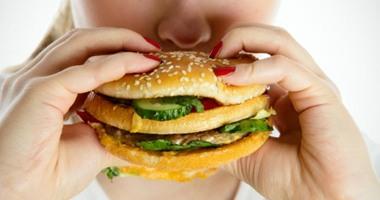 لتفادى زيادة الوزن فى رمضان ابدأ بالتمر والمياه وقسم وجباتك بين الإفطار والسحور  اليوم السابع
