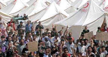 مئات اللاجئين يعبرون الحدود من تركيا عائدين لسوريا
