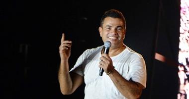 بالفيديو.. شاهد أغنية عمرو دياب «أهو ليل وعدى» من ألبومه الجديد