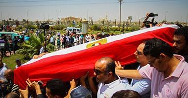 بالفيديو والصور.. وصول جثمان نور الشريف مسجد الشرطة ويرافقه عمرو يوسف  اليوم السابع
