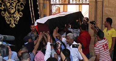بالفيديو..جثمان نور الشريف يوارى الثرى فى مقابر 6 أكتوبر  اليوم السابع