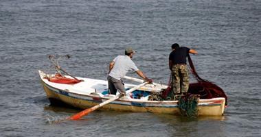 نقيب الصيادين: مقتل شخص من طاقم مركب صيد مصرى على يد الحوثيين