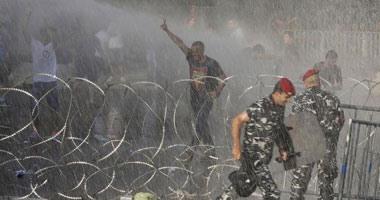 آلاف اللبنانيين يحتجون ضد الحكومة فى بيروت