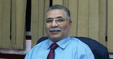 وكيل وزارة التربية والتعليم بشمال سيناء يكرم مسئول التعليم الذكى