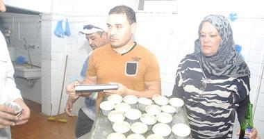 بالصور.. محافظ مطروح يغلق أحد المطاعم الشهيرة وينذر 6 منشآت سياحية