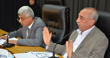 محافظ كفر الشيخ يتوجه لمقابلة وزير الزراعة لحل أزمة الفلاحين بسبب القطن