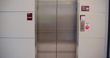 إنقاذ شخص احتجز داخل مصعد معطل فى عقار سكنى بالعجوزة