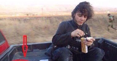 """مقاتل من داعش يتناول وجبة """" قطرية """""""