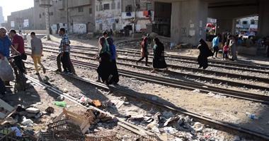 سائق قطار يتوقف قبل مزلقان بالمنوفية لغياب عامل التحويلة ويحرر محضرا ضده
