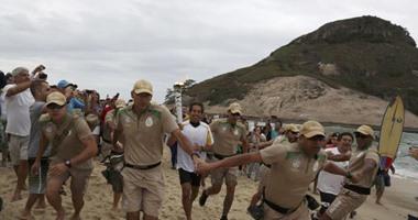 أولمبياد 2016.. محتجون يعترضون طريق الشعلة فى ريو دى جانيرو