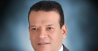 نقيب محامى القاهرة السابق يصوت بالاستفتاء.. ويؤكد: المشاركة واجب وطنى